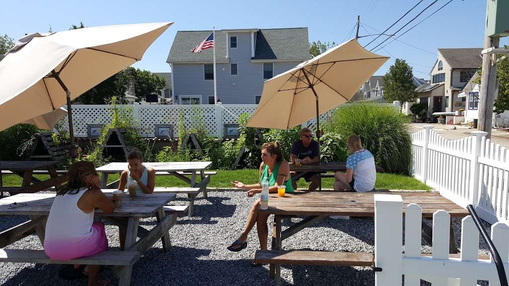 Salt Air Cafe - cafe  | Photo 3 of 10 | Address: 101 Lido Blvd, Point Lookout, NY 11569, USA | Phone: (516) 442-5255