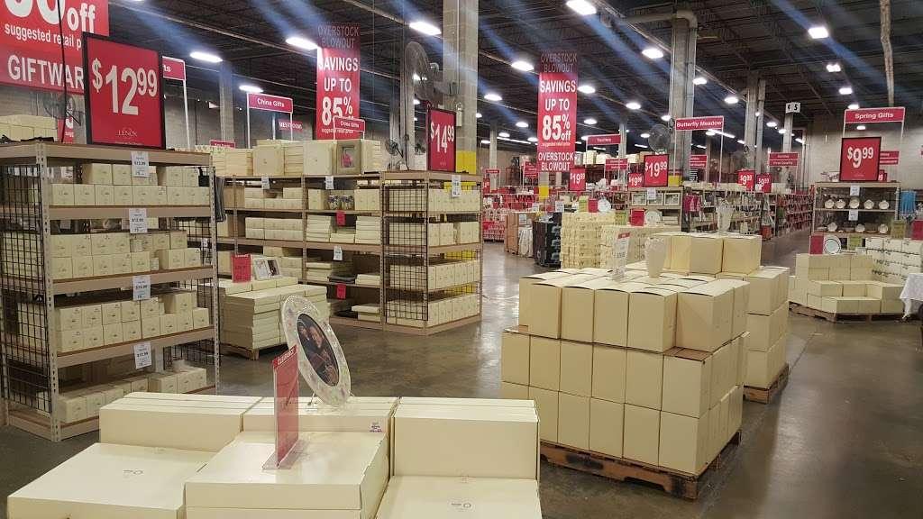 Lenox Outlet - store  | Photo 3 of 10 | Address: 51 Commerce Dr, Cranbury, NJ 08512, USA | Phone: (609) 395-8051