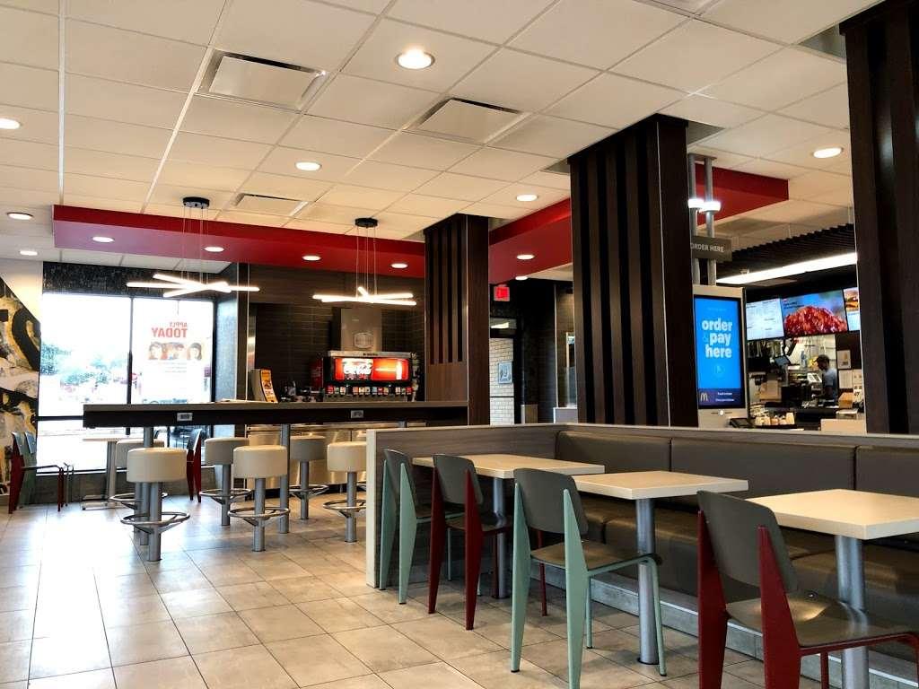 McDonalds - cafe  | Photo 1 of 9 | Address: 1755 Columbia Ave, Lancaster, PA 17603, USA | Phone: (717) 397-5112