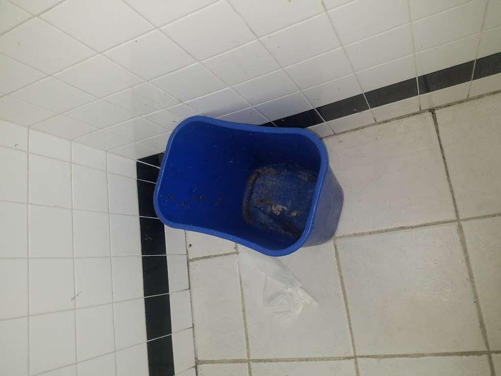 Family Wash Laundromat - laundry  | Photo 6 of 8 | Address: 6501 S Cottage Grove Ave, Chicago, IL 60637, USA