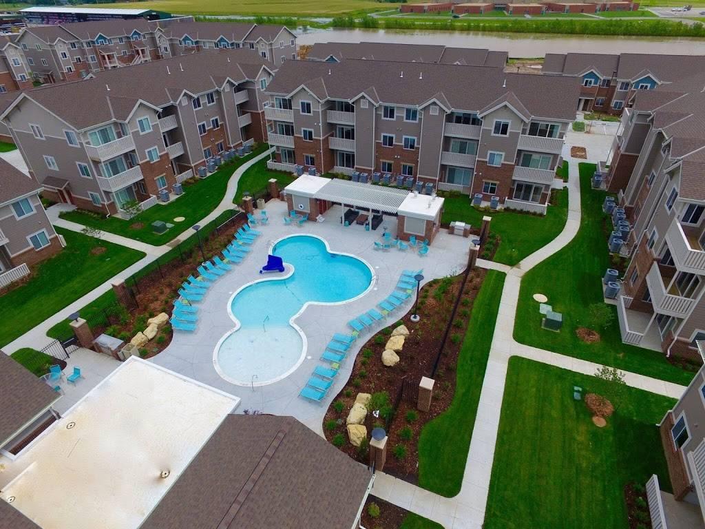 SunSTONE Apartment Homes at Fox Ridge - real estate agency    Photo 5 of 10   Address: 3540 N Maize Rd, Wichita, KS 67205, USA   Phone: (316) 558-5200