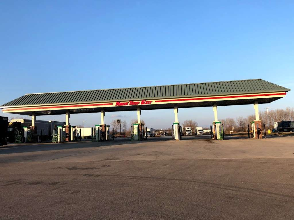 Kwik Trip #184 - convenience store  | Photo 4 of 10 | Address: 2001 Golf Rd, Pewaukee, WI 53072, USA | Phone: (262) 524-1354