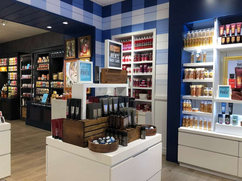 Bath & Body Works - home goods store  | Photo 5 of 10 | Address: 3207 Golf Rd, Delafield, WI 53018, USA | Phone: (262) 646-2003