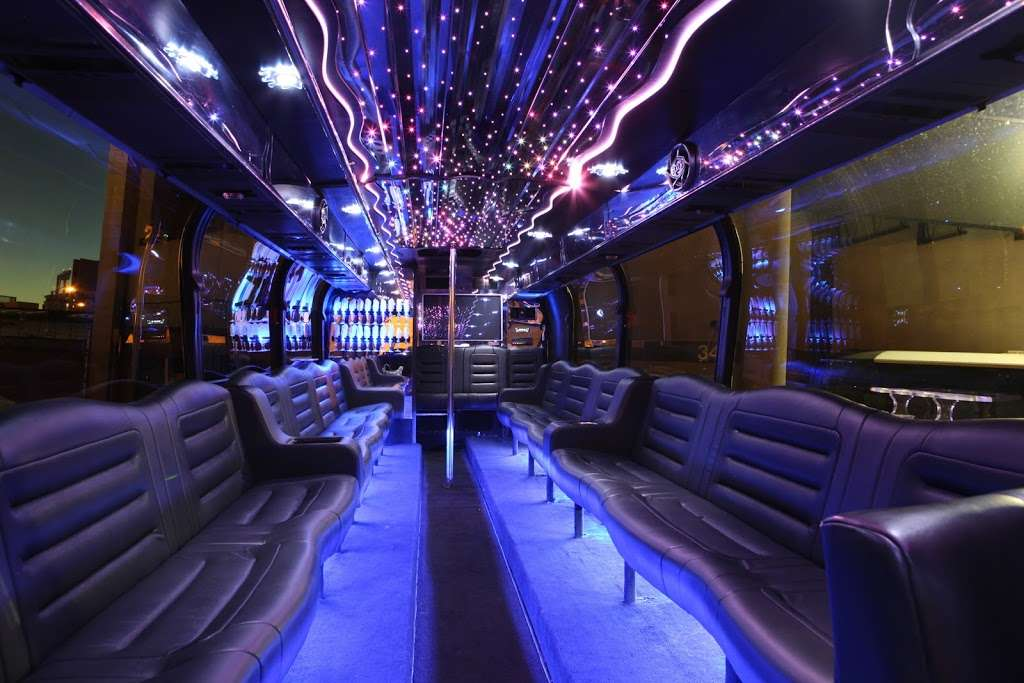 Epic Limo and Party Bus - travel agency  | Photo 3 of 10 | Address: 3392 E St, San Diego, CA 92102, USA | Phone: (858) 270-5466