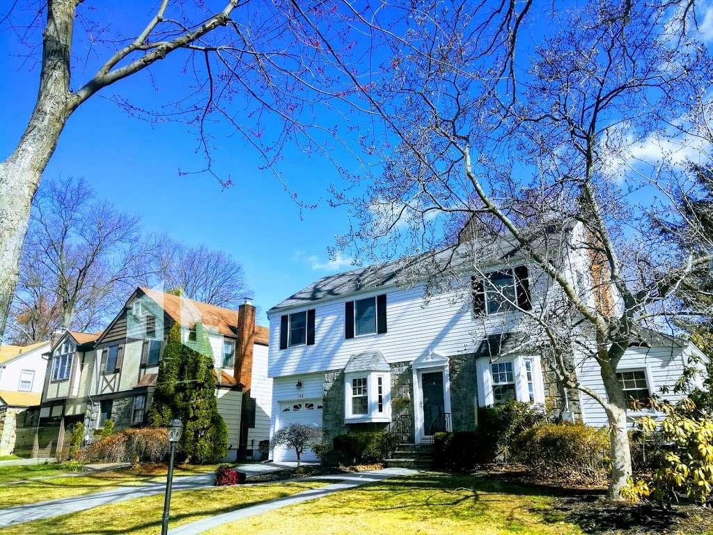 Brookside Park - park  | Photo 4 of 6 | Address: 160 Greenway Terrace, River Edge, NJ 07661, USA