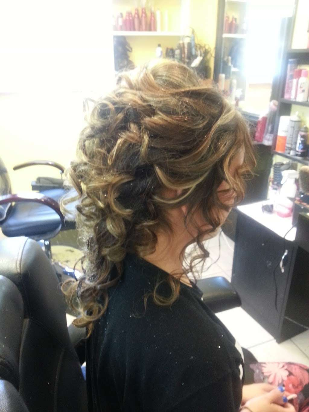 Artistica Wave - hair care  | Photo 3 of 10 | Address: 1317 N Seminary Ave, Woodstock, IL 60098, USA | Phone: (815) 206-4906