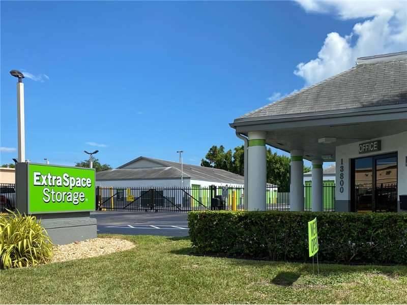 Extra Space Storage - moving company  | Photo 2 of 5 | Address: 13800 SW 84th St, Miami, FL 33183, USA | Phone: (305) 386-2144