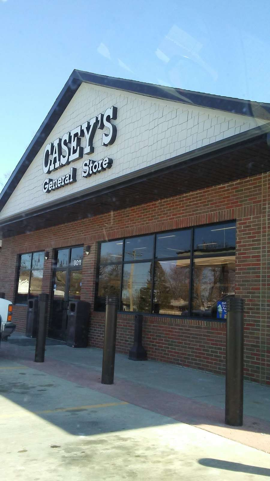Caseys - gas station    Photo 8 of 10   Address: 9011 E 00 N S, Greentown, IN 46936, USA   Phone: (765) 628-7422