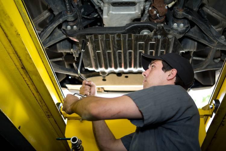 Express Oil Change & Tire Engineers - car repair  | Photo 9 of 10 | Address: 7157 Aaron Aronov Dr, Fairfield, AL 35064, USA | Phone: (205) 786-9119