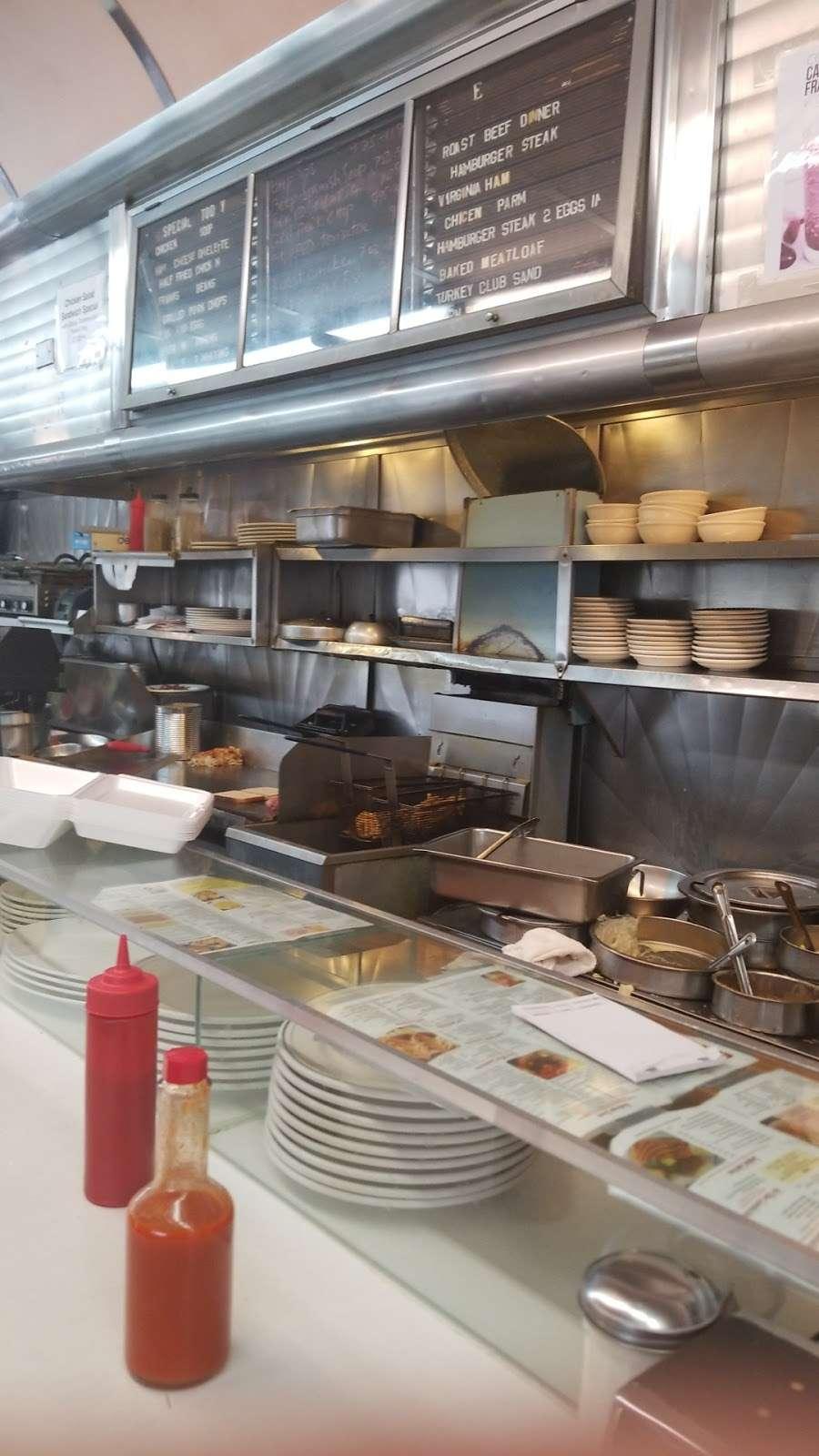 Truck Stop Diner - restaurant  | Photo 7 of 10 | Address: 1 Hackensack Ave, Kearny, NJ 07032, USA | Phone: (973) 344-4098