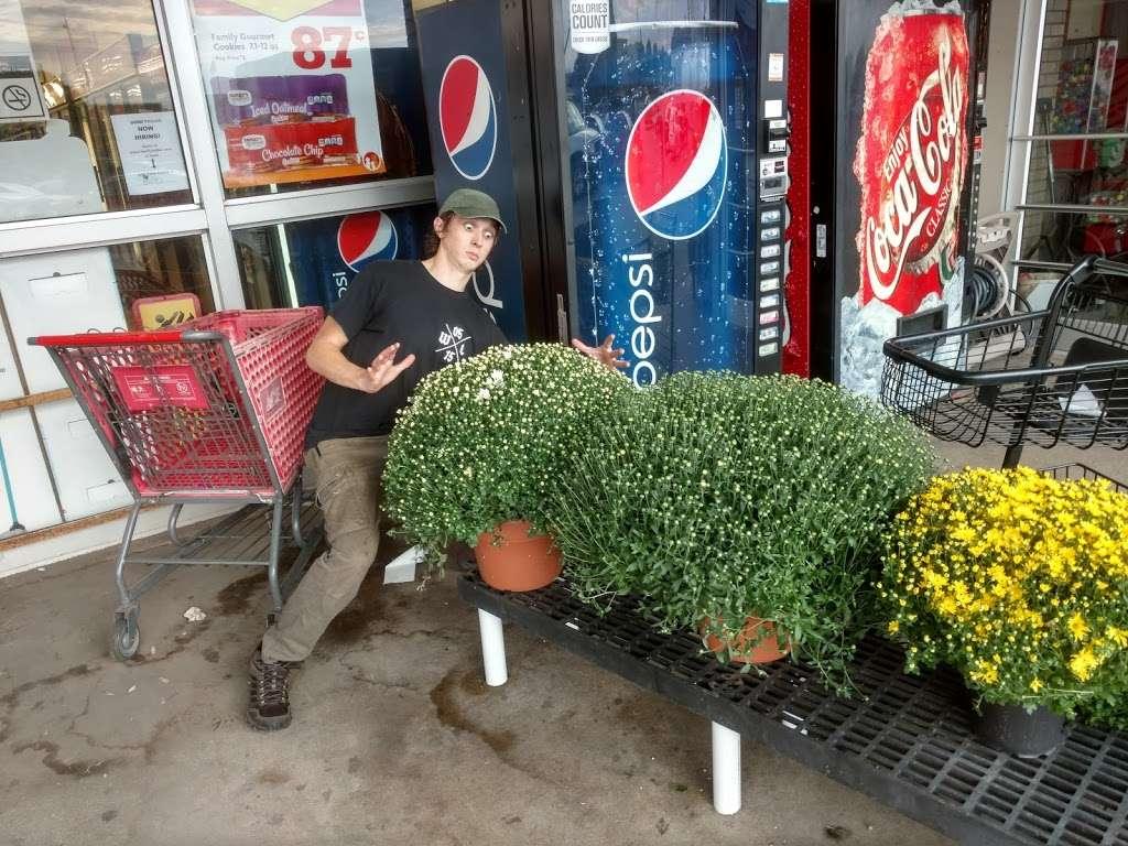 Smith Farm Stores Inc. - hardware store  | Photo 5 of 10 | Address: 1002 S Heaton St, Knox, IN 46534, USA | Phone: (574) 772-5220