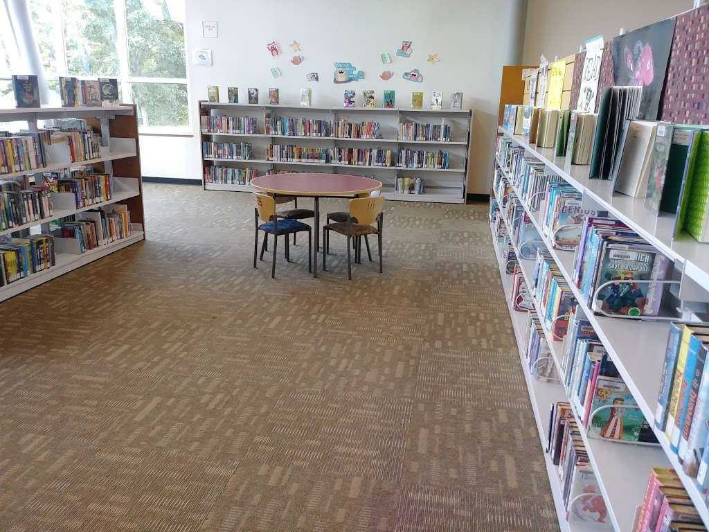 Pleasant Grove Branch Library - library  | Photo 5 of 10 | Address: 7310 Lake June Rd, Dallas, TX 75217, USA | Phone: (214) 670-0965