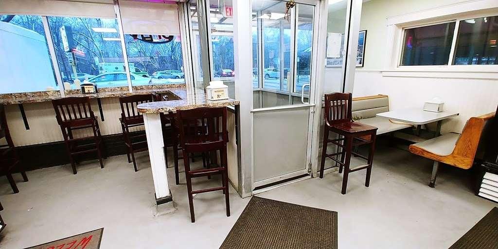 Ma Magoos - restaurant  | Photo 1 of 10 | Address: 6 Concord Ln, Cambridge, MA 02138, USA | Phone: (617) 354-9139