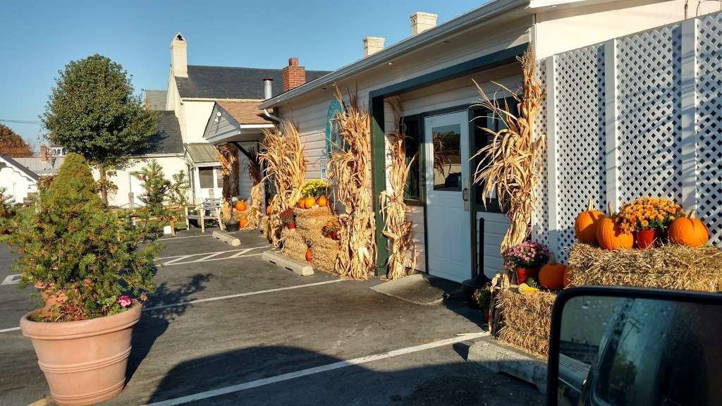 Bassetts - restaurant    Photo 3 of 10   Address: 19950 Fisher Ave, Poolesville, MD 20837, USA   Phone: (301) 972-7443