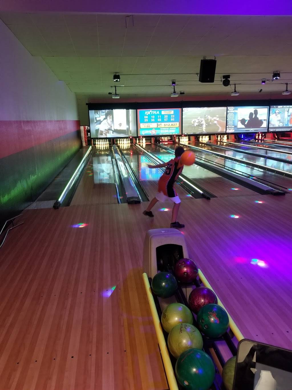 Forest View Lanes - Recreation Bar and Grill - bowling alley  | Photo 3 of 10 | Address: 2345 W Dean Rd, Temperance, MI 48182, USA | Phone: (734) 847-4915