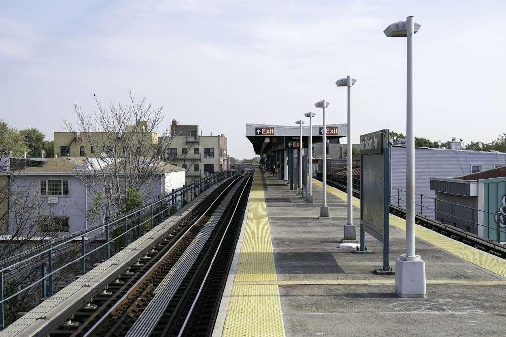 Van Siclen Av - subway station  | Photo 2 of 10 | Address: Brooklyn, NY 11207, USA