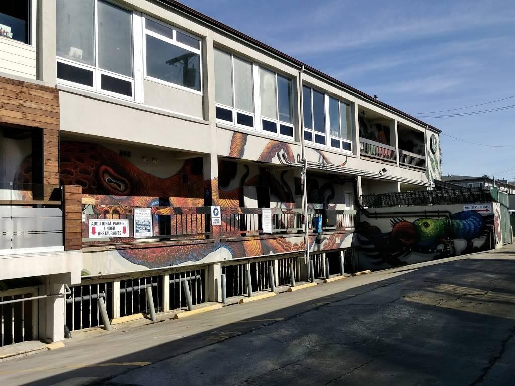 Wonderland Ocean Pub - restaurant  | Photo 5 of 7 | Address: 5083 Santa Monica Ave, San Diego, CA 92107, USA | Phone: (619) 255-3358