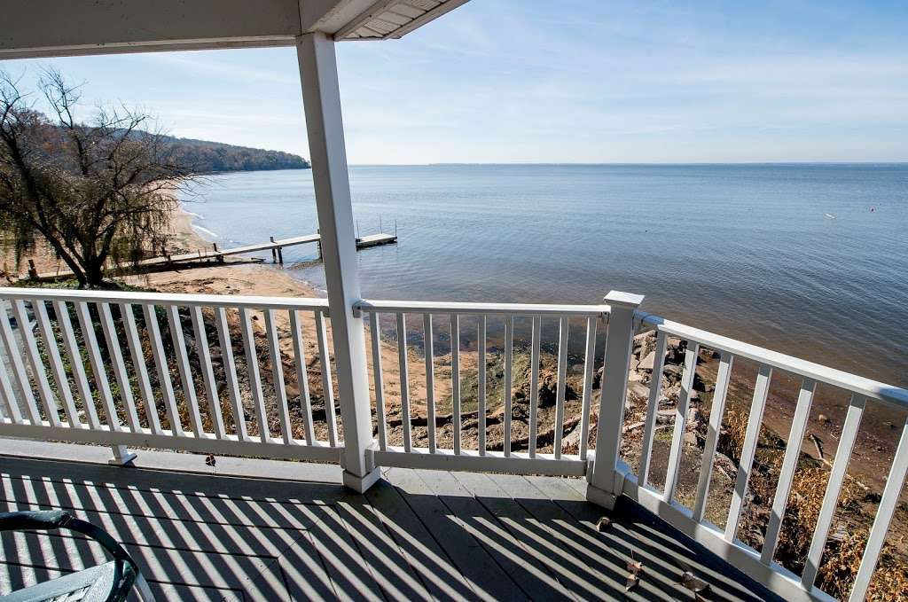 Red Point Lighthouse Vacation Rentals - real estate agency    Photo 7 of 10   Address: 115 S Main St, North East, MD 21901, USA   Phone: (443) 553-5363