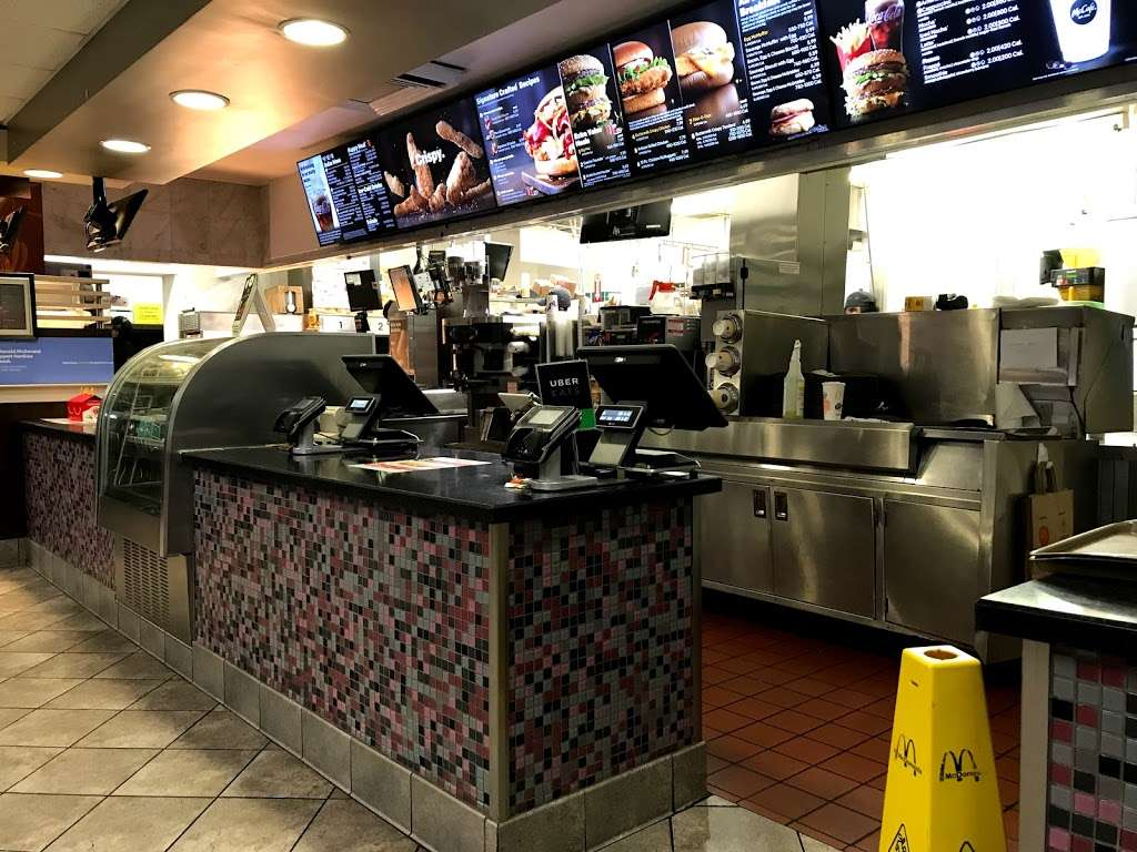 McDonalds - cafe  | Photo 5 of 10 | Address: 2401 N Tustin St, Orange, CA 92865, USA | Phone: (714) 921-2235