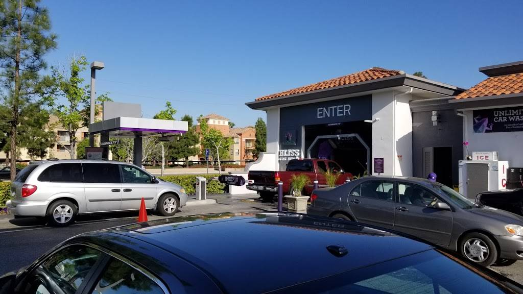 76 - gas station  | Photo 1 of 4 | Address: 600 N Rose Dr, Placentia, CA 92870, USA | Phone: (714) 406-3071