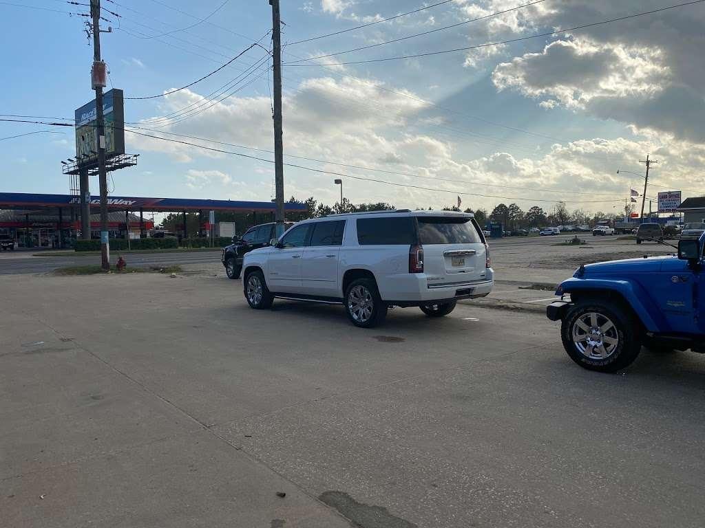 BRONCOS TIRE SHOP & WINDOW TINT - car repair  | Photo 9 of 10 | Address: 508 US-90, Dayton, TX 77535, USA