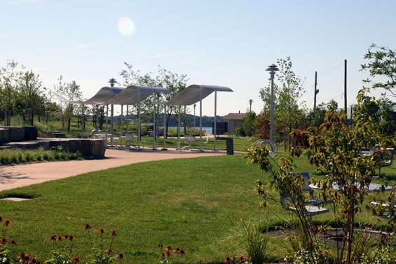 Hunts Point Landing - park  | Photo 10 of 10 | Address: 2 Farragut St, Bronx, NY 10474, USA