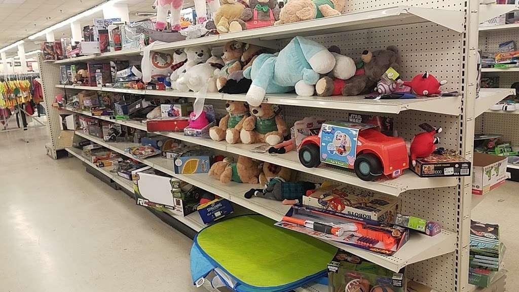 Treasure Hunt - Fontana - store  | Photo 10 of 10 | Address: 17099 Valley Blvd, Fontana, CA 92335, USA | Phone: (909) 829-1207