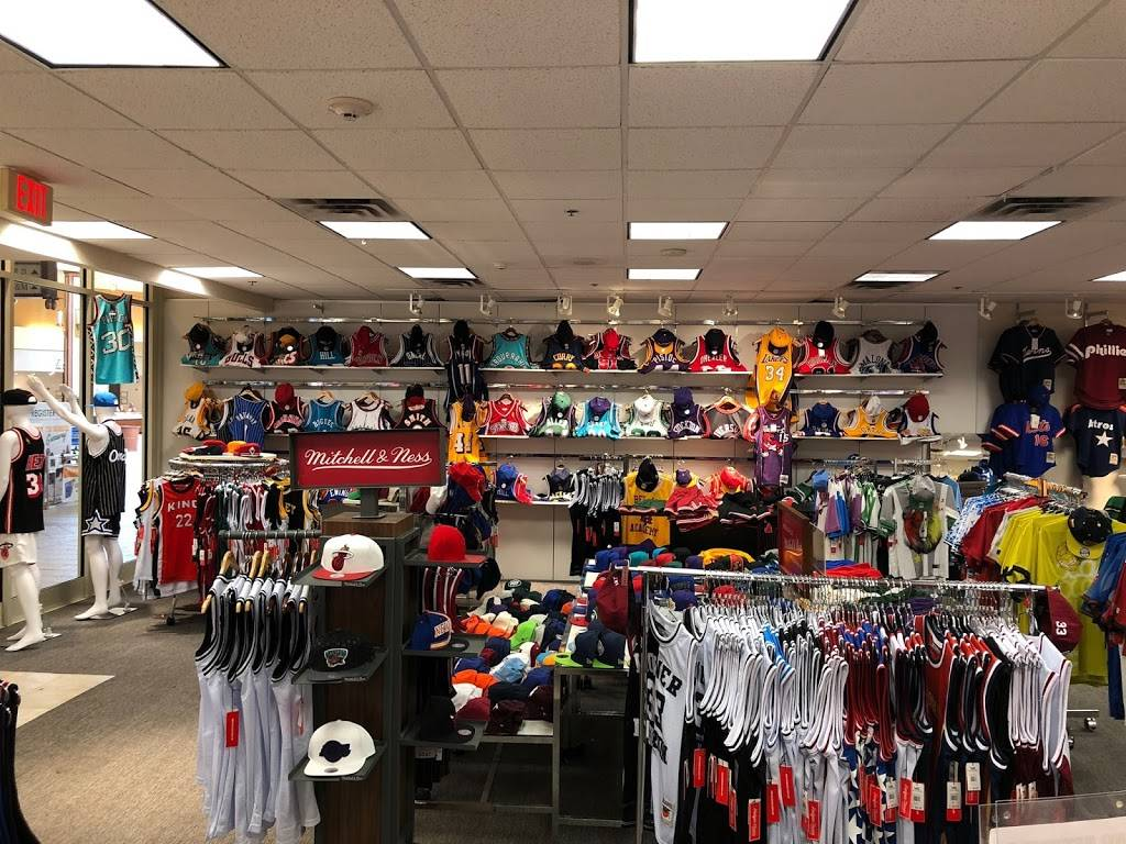 All-Star Sports - clothing store  | Photo 3 of 10 | Address: 300 Monticello Ave #194, Norfolk, VA 23510, USA | Phone: (833) 746-7277