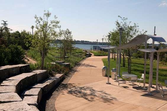 Hunts Point Landing - park  | Photo 7 of 10 | Address: 2 Farragut St, Bronx, NY 10474, USA