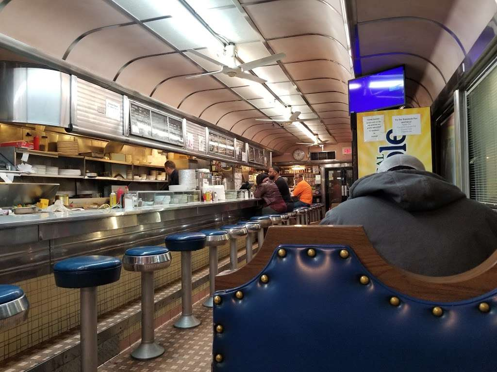 Truck Stop Diner - restaurant  | Photo 1 of 10 | Address: 1 Hackensack Ave, Kearny, NJ 07032, USA | Phone: (973) 344-4098