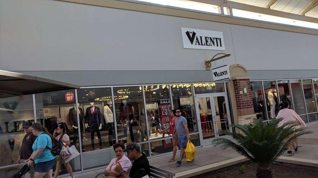 Valenti - store    Photo 2 of 2   Address: United States, Texas, Cypress, 1299660010001邮政编码: 77433   Phone: (281) 256-8810