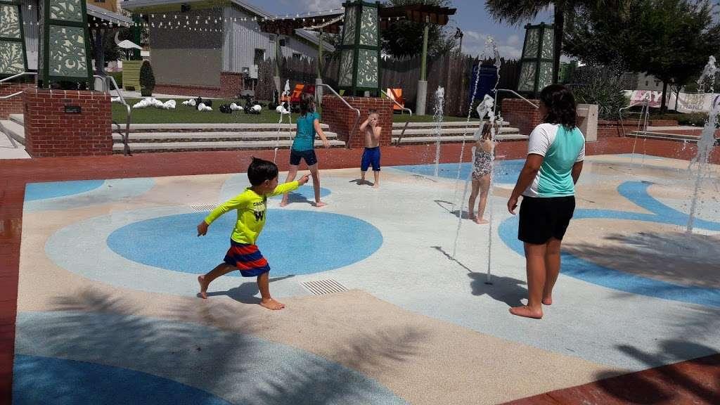 Oviedo on the Park - park  | Photo 6 of 10 | Address: 299 Center Lake Ln, Oviedo, FL 32765, USA | Phone: (407) 971-5590