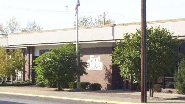 First Option Bank Osawatomie - bank  | Photo 1 of 3 | Address: 601 Main St, Osawatomie, KS 66064, USA | Phone: (913) 755-3811