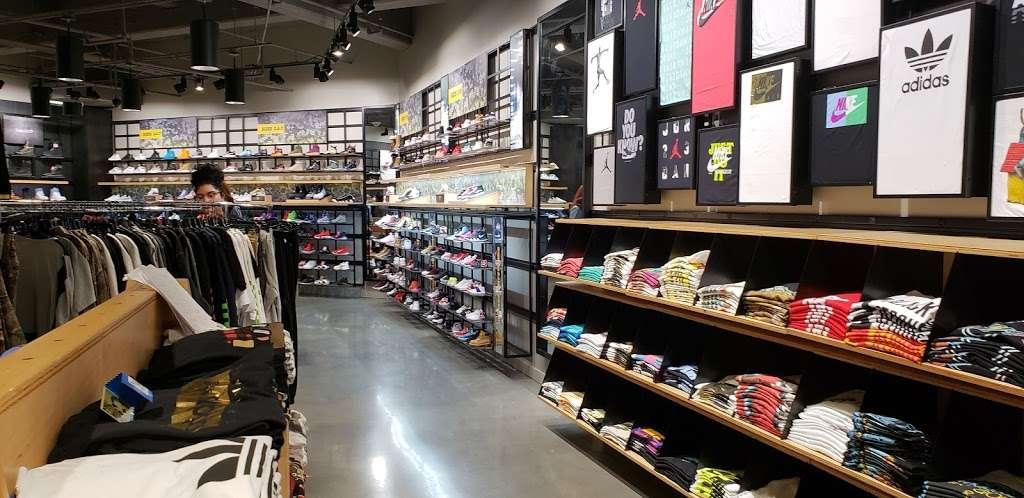 Footaction - shoe store    Photo 5 of 10   Address: 1004 Garden State Plaza Blvd, Paramus, NJ 07652, USA   Phone: (201) 843-3039
