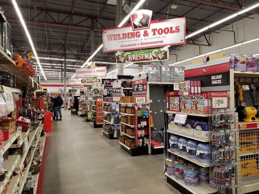Tractor Supply Co. - hardware store  | Photo 5 of 10 | Address: 12466 Interstate 45 N Ste B, Willis, TX 77378, USA | Phone: (936) 856-1549
