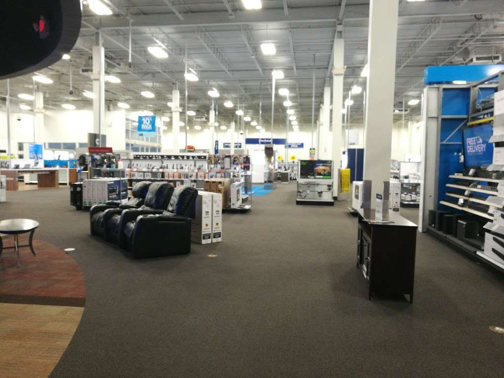 Best Buy - electronics store  | Photo 9 of 10 | Address: 925 Paterson Plank Rd, Secaucus, NJ 07094, USA | Phone: (201) 325-2277