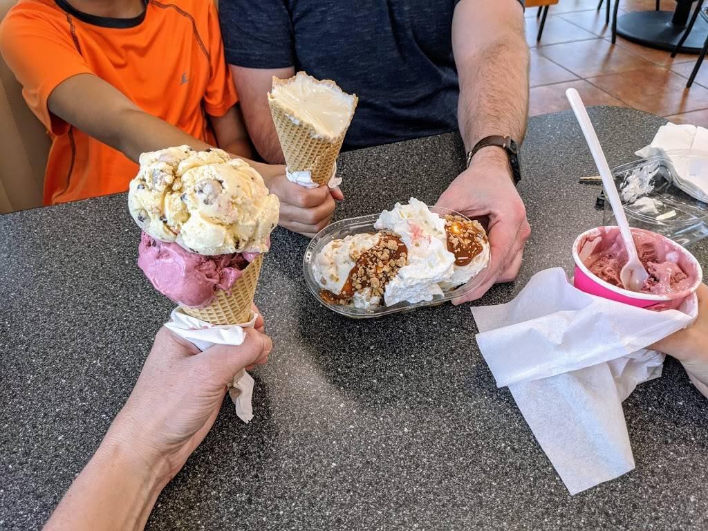 Braums Ice Cream & Burger Restaurant - restaurant  | Photo 3 of 9 | Address: 11415 E 96th St N, Owasso, OK 74055, USA | Phone: (918) 272-4770