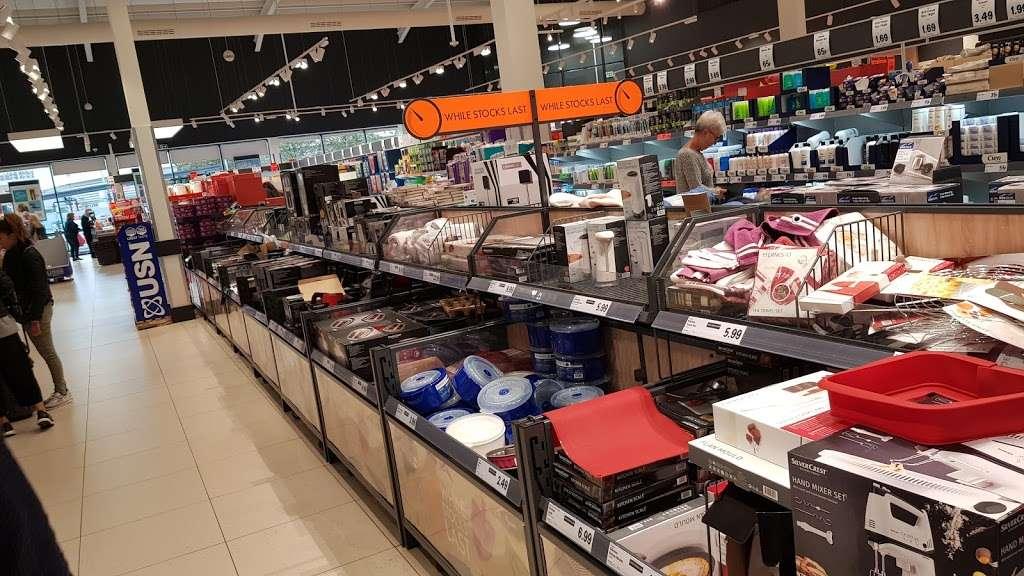 Lidl Wimbledon - supermarket  | Photo 10 of 10 | Address: Unit 1, Plough Ln, London SW17 0BW, UK | Phone: 0800 977 7766