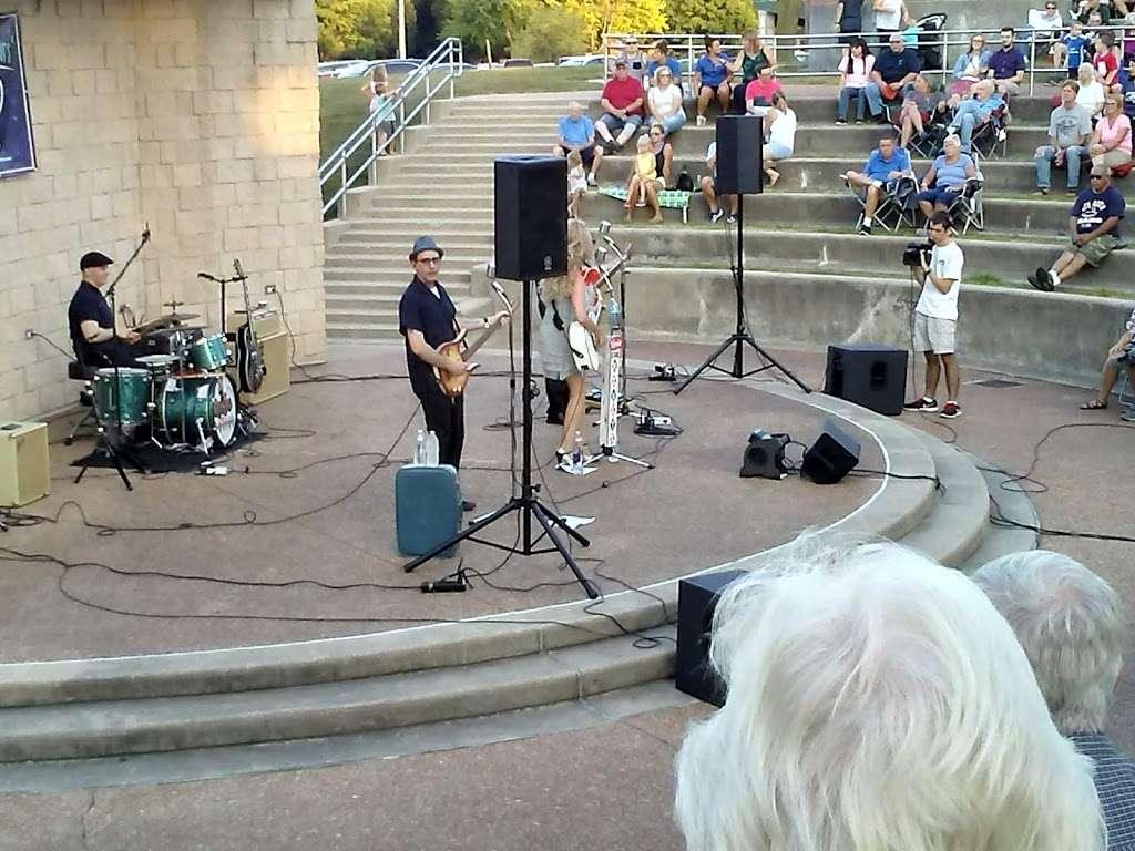 Memorial Park - park  | Photo 8 of 10 | Address: La Grange Park, IL 60526, USA