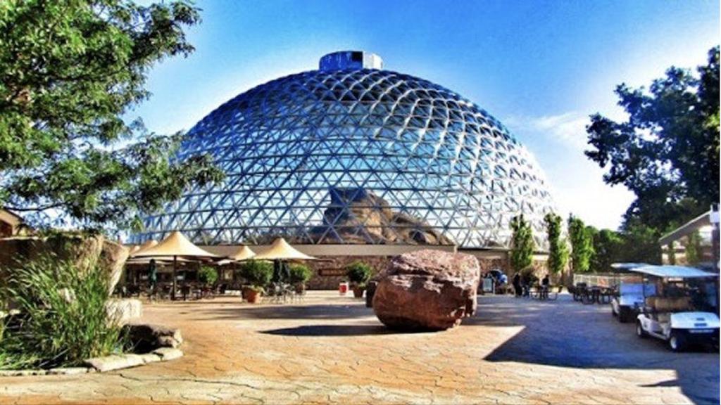 Omaha Zoo South (Main) Entrance - zoo    Photo 5 of 10   Address: 3701 S 10th St, Omaha, NE 68107, USA   Phone: (402) 733-8401