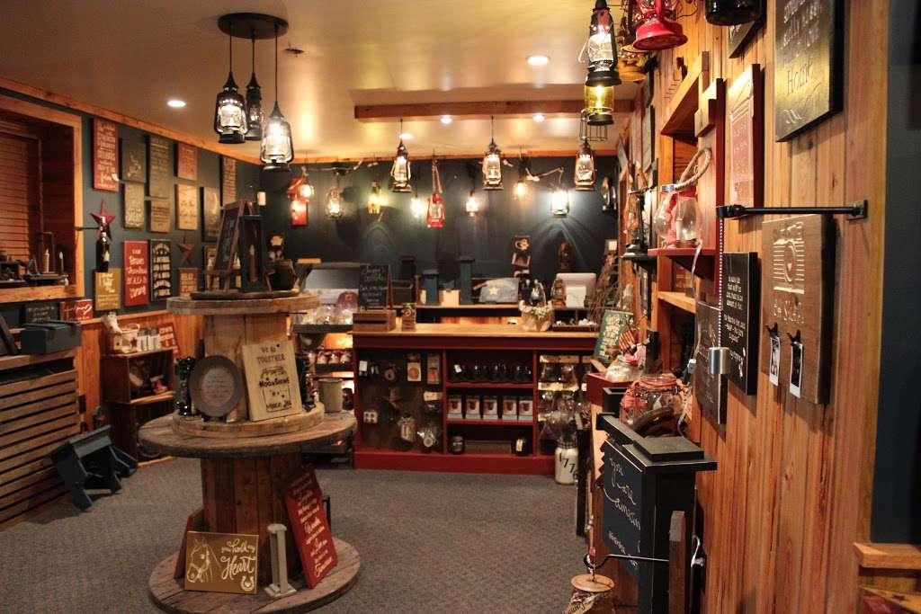 Twiggys Rustic Decor - store  | Photo 4 of 10 | Address: 2629 NY-302, Middletown, NY 10941, USA | Phone: (845) 361-7468