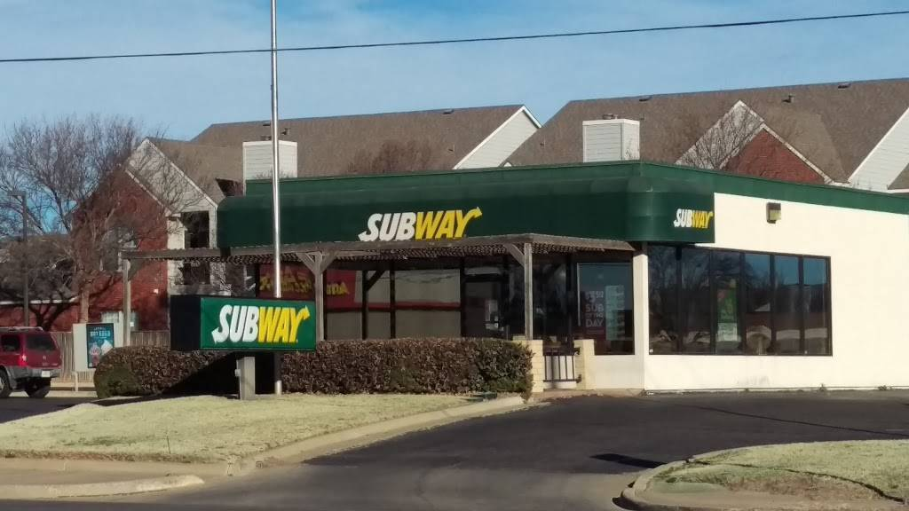 Subway - meal takeaway  | Photo 1 of 10 | Address: 5816 4th St, Lubbock, TX 79416, USA | Phone: (806) 791-0991