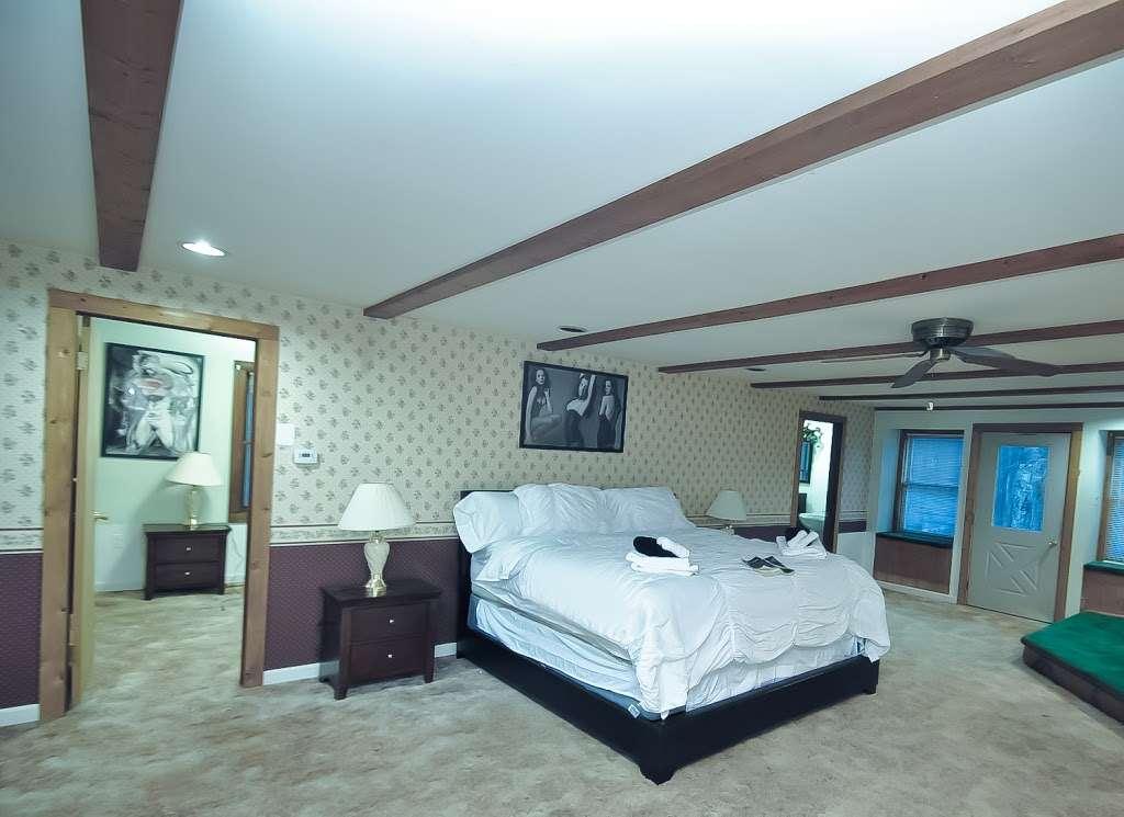 Pocono Casa & Cabanas & Pet Friendly Cabin Rentals - Grand Summi - real estate agency  | Photo 2 of 10 | Address: 151 Terrace Dr, East Stroudsburg, PA 18301, USA | Phone: (718) 303-0448