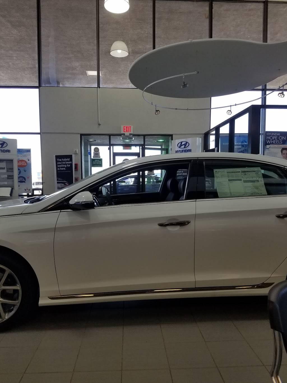 Hyundai of El Paso - car dealer    Photo 6 of 10   Address: 8600 Montana Ave, El Paso, TX 79925, USA   Phone: (915) 881-0300