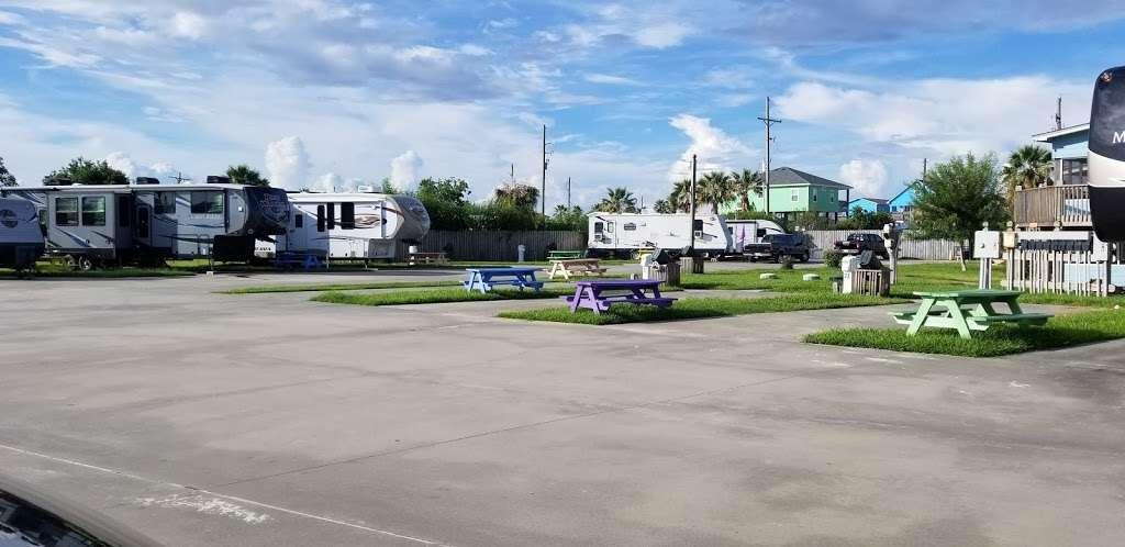 Paulas Vineyard RV Resort - rv park  | Photo 9 of 10 | Address: 1250 N Crystal Beach Rd, Port Bolivar, TX 77650, USA | Phone: (409) 684-9970