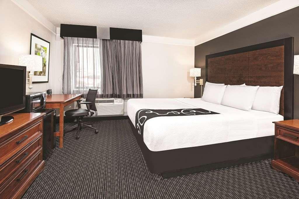 La Quinta Inn & Suites Houston Baytown East - lodging    Photo 10 of 10   Address: 5215 I-10, Baytown, TX 77521, USA   Phone: (281) 421-5566