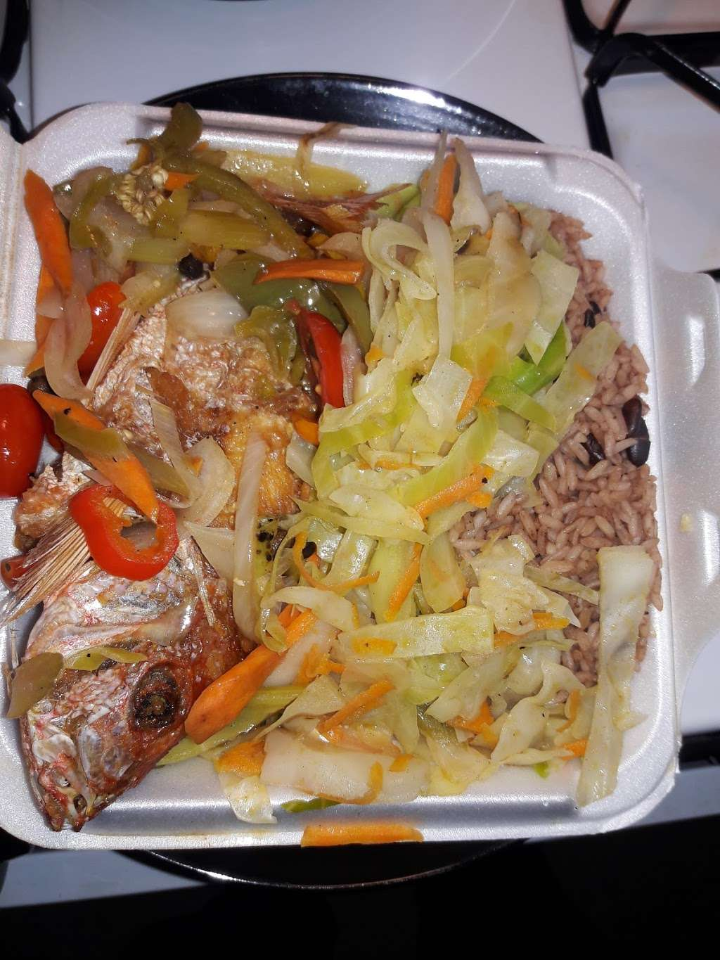 Rayon's Caribbean & International Restaurant - restaurant  | Photo 3 of 3 | Address: 3003A Webster Ave, Bronx, NY 10458, USA | Phone: (718) 584-5488