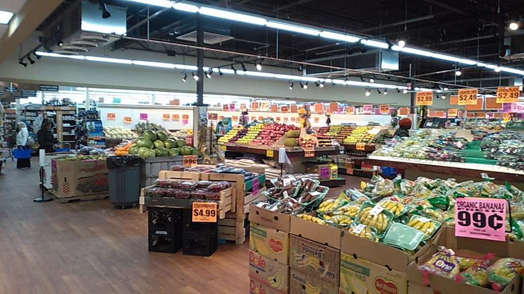 Freshway Supermarket (Formerly Food Universe) - supermarket  | Photo 1 of 10 | Address: 375 Tompkins Ave, Staten Island, NY 10305, USA | Phone: (718) 815-1234