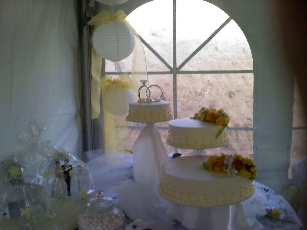 Solteros Bakery - cafe  | Photo 3 of 10 | Address: 10232 I Ave #20, Hesperia, CA 92345, USA | Phone: (760) 956-6200