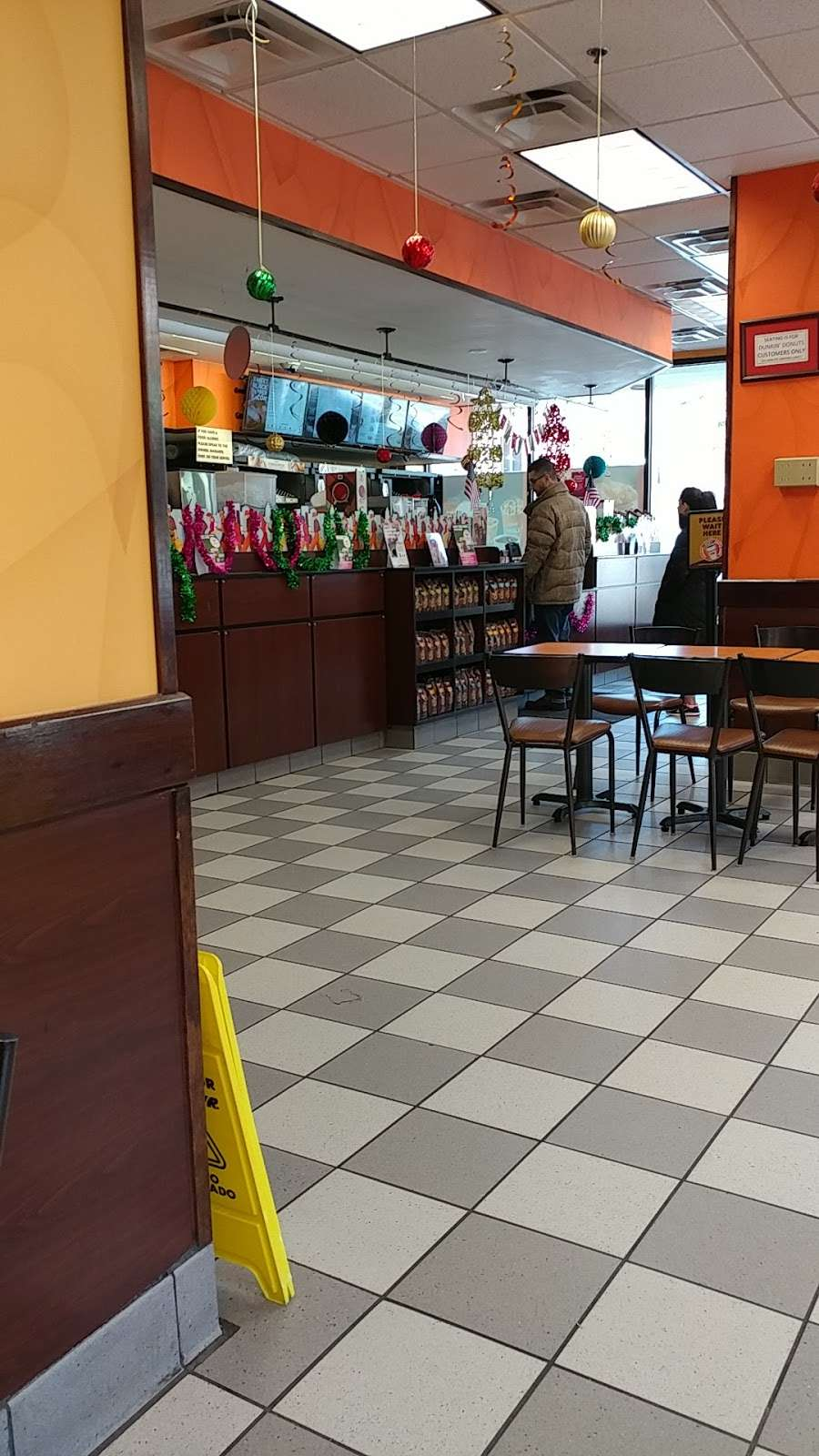 Dunkin Donuts - cafe  | Photo 3 of 10 | Address: 850 Bronx River Rd, Yonkers, NY 10708, USA | Phone: (914) 237-5921